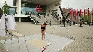 Современное искусство (2014) The PlopEgg Painting Performance #1 (Art Cologne 2014)