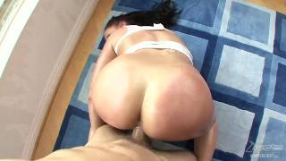 Gianna Michaels Pops Out Them Tits1